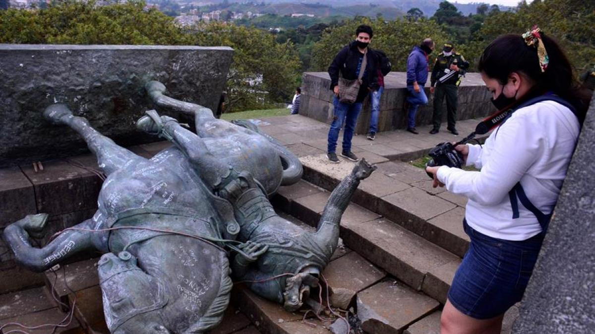 Derriban estatua de Sebastián de Belalcázar en el Morro de Popayán