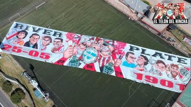 River Plate  El impresionante telón de River para celebrar el Día Internacional del Hincha