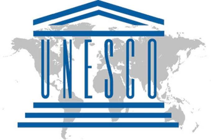 """La """"UNESCO"""" promueve la visión de un mundo alfabetizado para todos."""