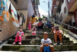 En Medellín buscan 8 mil estudiantes que no volvieron a clases