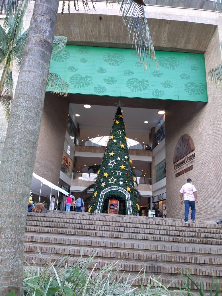 Los centros comerciales le madrugan a abrir sus puertas.