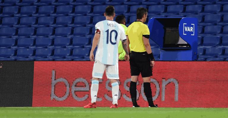 """Leo Messi a la cara del árbitro: """"Ya nos cagaste dos veces"""""""
