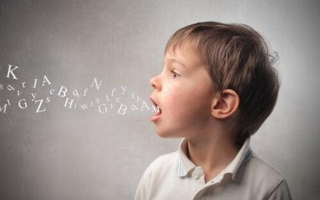 ¿Cómo podemos ayudar a los niños con problemas del habla?
