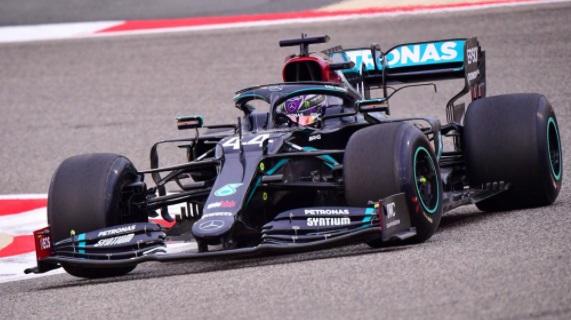 Piloto de Mercedes Benz, Lewis Hamilton con coronavirus, será el gran ausente en el Gran Premio de Sakhir.