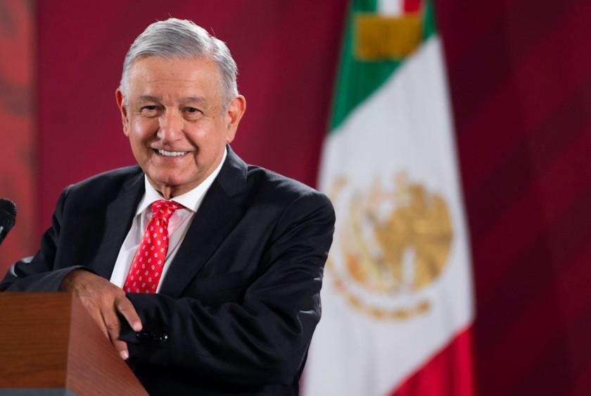 """Registré mi nombre como marca por """"formalidad"""": López Obrador"""