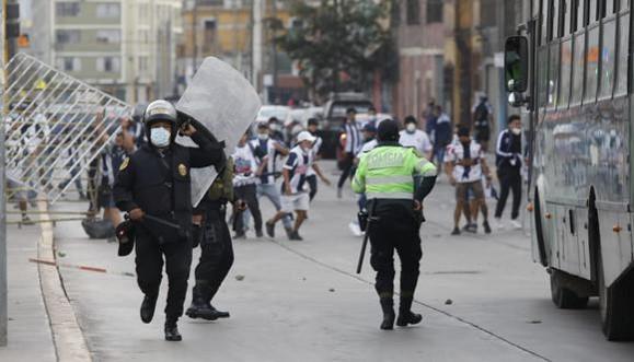 Alianza Lima: hinchas protagonizan disturbios en alrededores del Estadio Nacional tras descenso del equipo blanquiazul