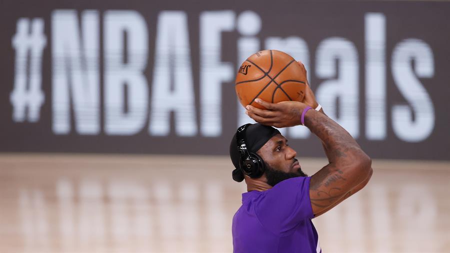Los Lakers renuevan al mejor escudero de Lebron James.