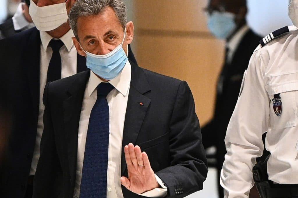 Condenan al expresidente francés Nicolás Sarkozy a 3 años de prisión por corrupción y tráfico de influencias.
