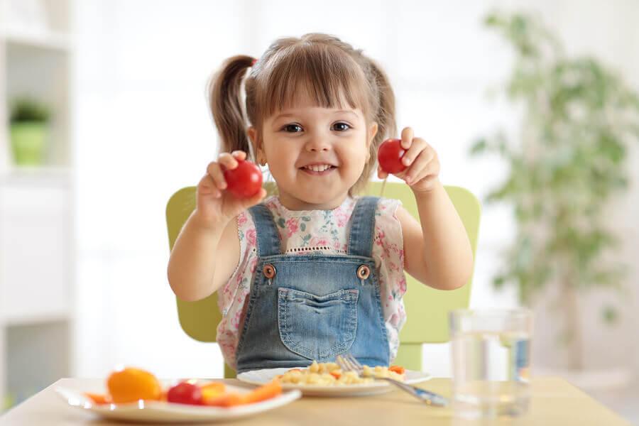 Nutrición Infantil: ¿Cómo evitar el bajo peso u obesidad en nuestros niños?