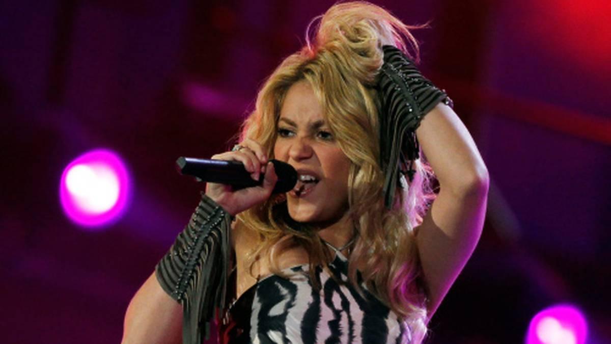 Shakira se convierte en una 'skater' para 'Girl Like Me' con Black Eyed Peas  Este contenido ha sido publicado originalmente por Diario EL C