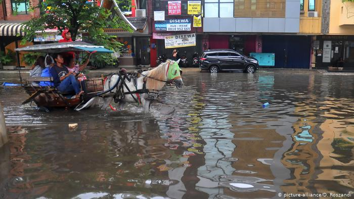 International News. Extreme Floods Cause Deaths