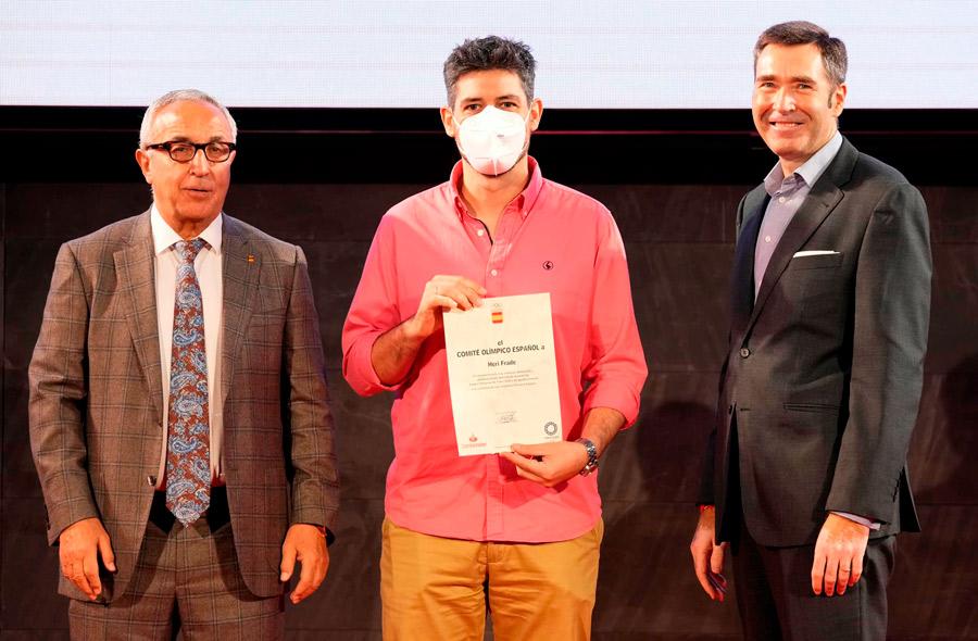 """El periodista lenense """"Heri"""" Frade, premiado por el """"COE"""" por su trabajo en las Olimpiadas de Tokyo"""