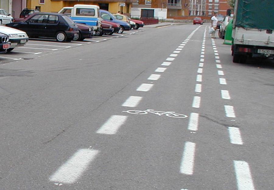 "El ""carril bici"" de La Pola, a remolque de un Plan de Movilidad que no acaba de arrancar"