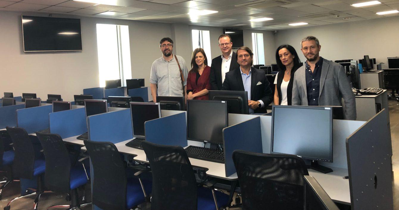 DKV dará empleo a 150 personas con la apertura de un call center en Cádiz