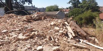 Derriban el edificio El Liberal de Villaviciosa