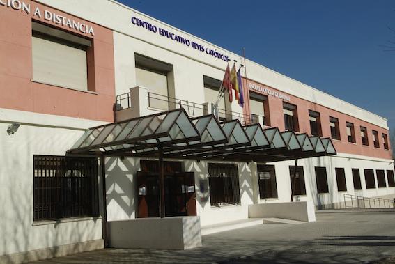 Formación gratuita para adultos en el Centro Educativo Reyes Católicos