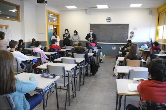 Más de 12.000 alumnos de Boadilla reciben un ejemplar de la Constitución Española