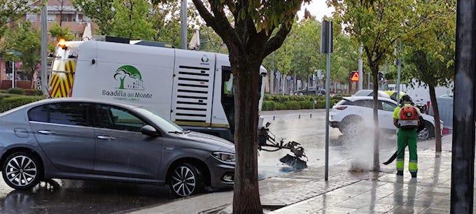 Limpieza de las avenidas de Siglo XXI e Infante Don Luis