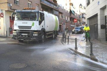 Especial limpieza de verano en las calles de Boadilla