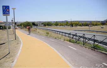 Mejora de la senda peatonal que cruza al puente de la M-513