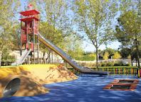 El parque Alejandro de la Sota estrena zona de juegos para niños con y sin discapacidad