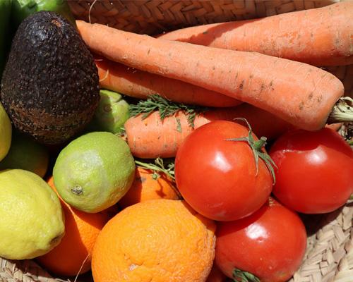 España prohibirá la venta de frutas y verduras en envases de plástico en 2023